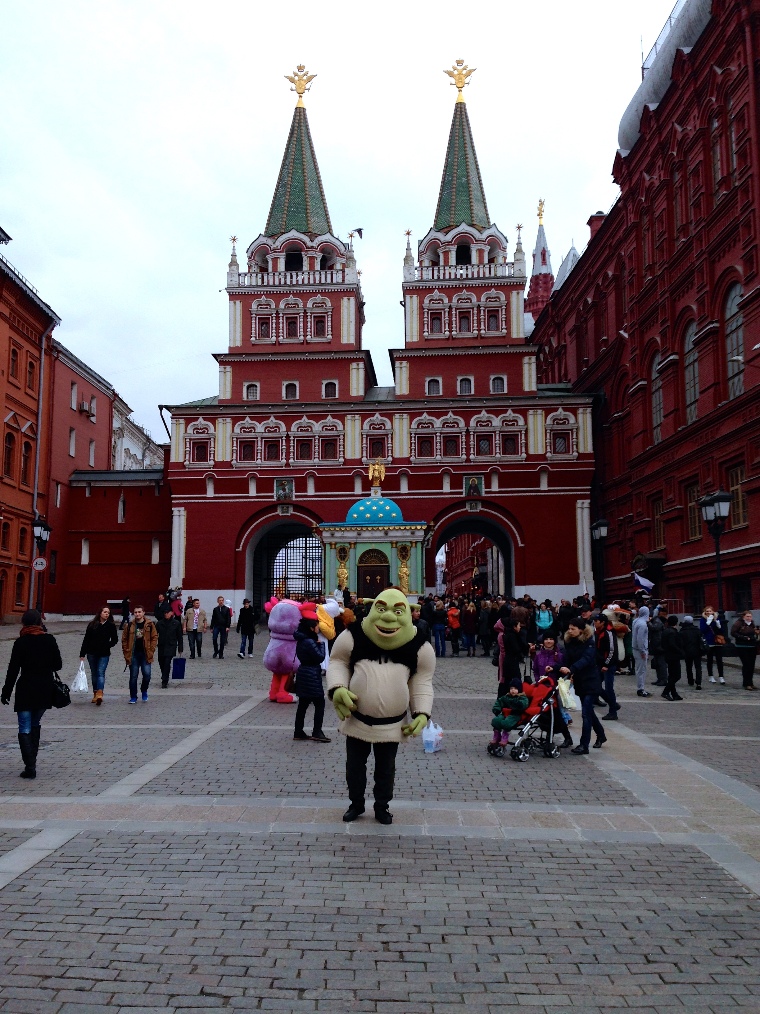 ...disneyland or moscow? shrek in front of the kremlin...
