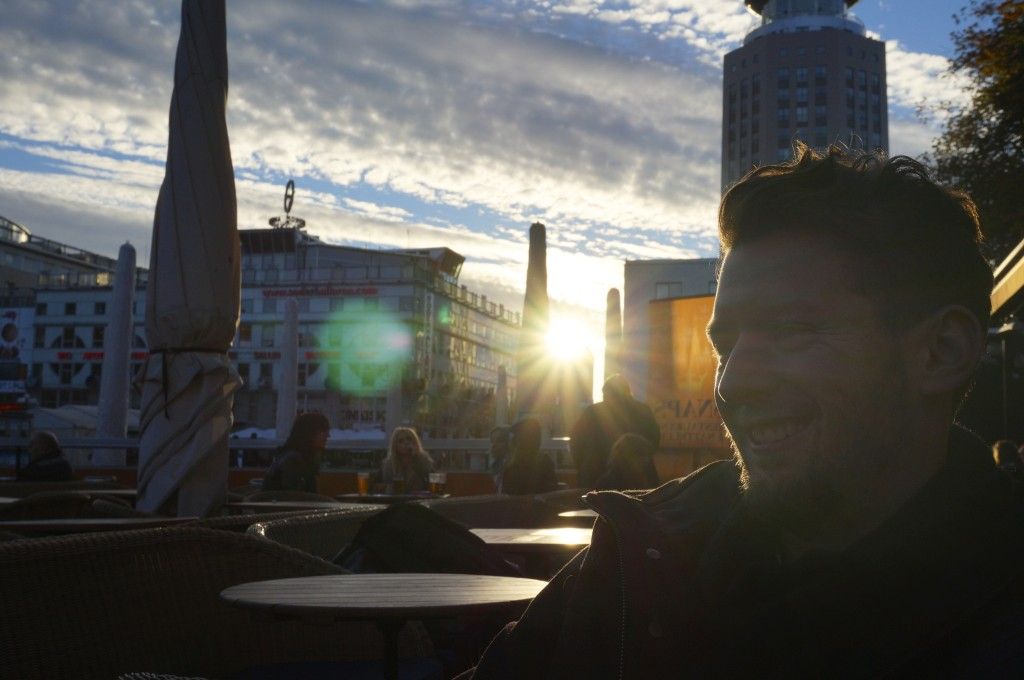 jo having coffee in the sunset at medborgsplatsen
