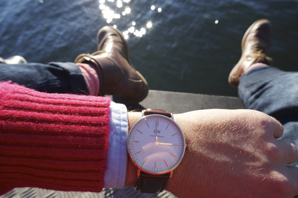 again rocking my daniel wellington watch together with a classic scotch & soda winter look and my swear leather boots