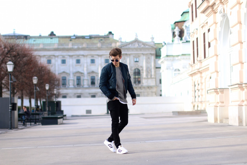 Männerblogger Meanwhileinawesometown wearing Spring Outfit by Aboutyoude with Bomber Jacket and black jeans by BLKDNM next to Albertina Museum Vienna