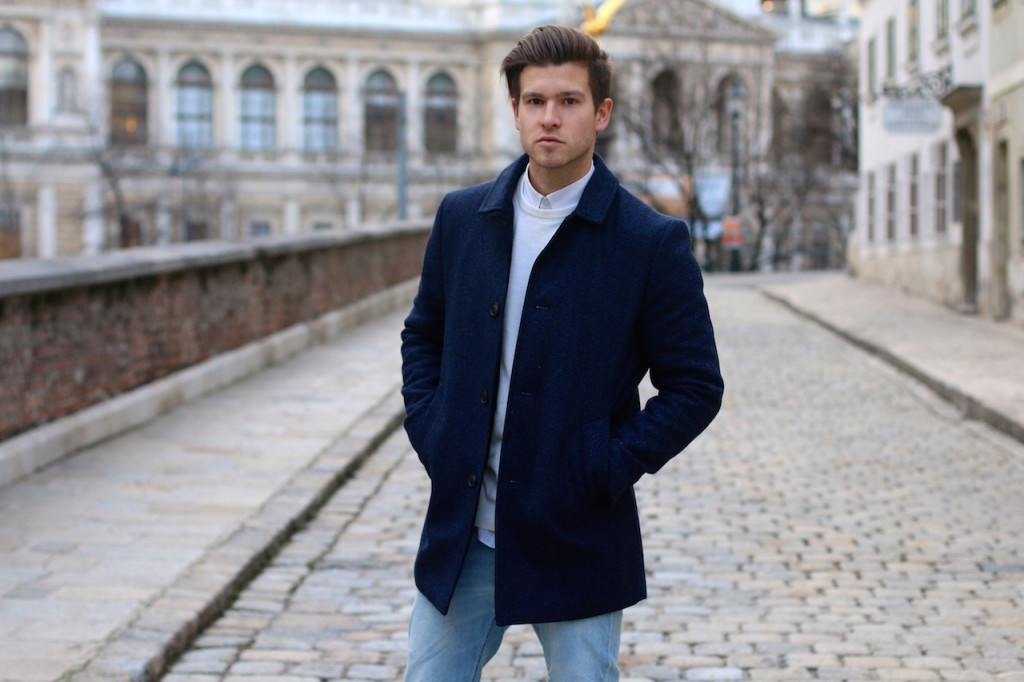 Menswearblogger wearing coat by Selected Homme and Ripped Jeans by Neuw Denim in front of University of Vienna 3
