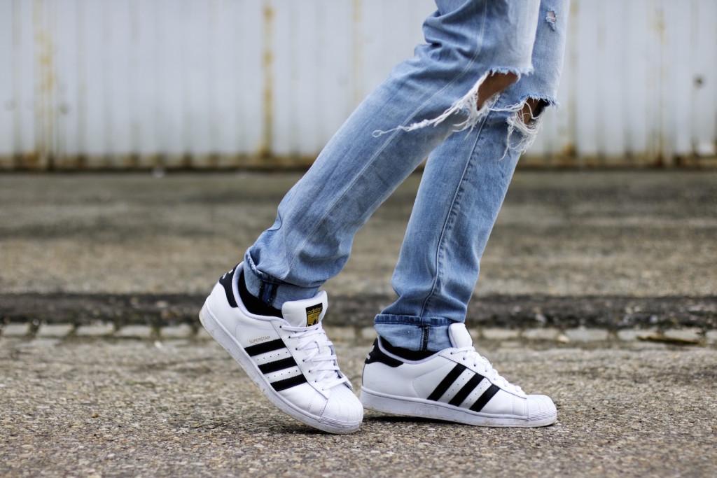meanwhileinawesometown modeblogger denim and stripes outfitpost herrenmode frühlingstrends 2016 hm neuw denim adidas originals 4