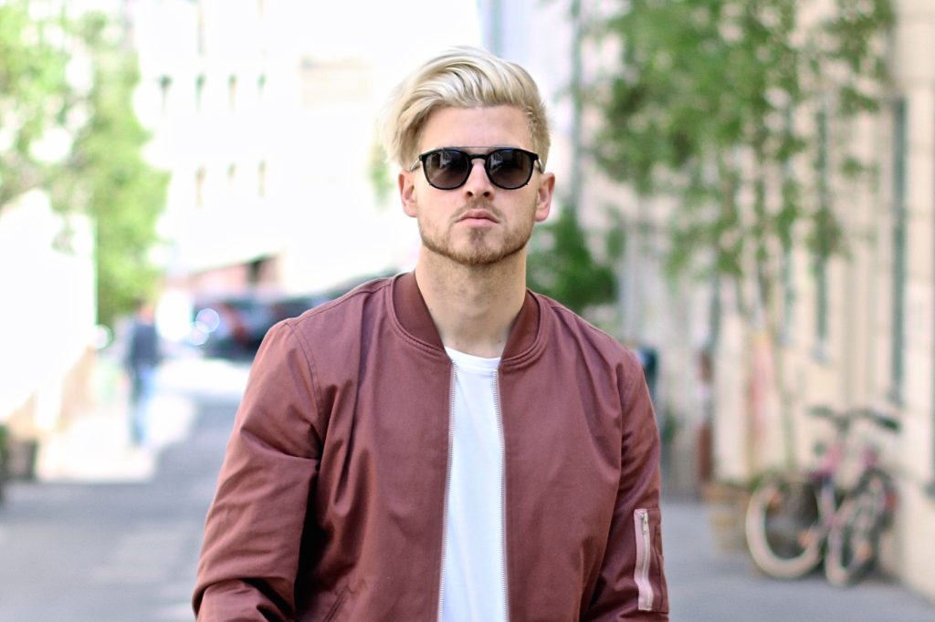 Meanwhileinawesometown Austrian Mens Fashion and Lifestyle Blogger Pink Bomber Jacket Nude Sneakers Asos Neuw Denim Son of a Tailor Tods Sunglasses