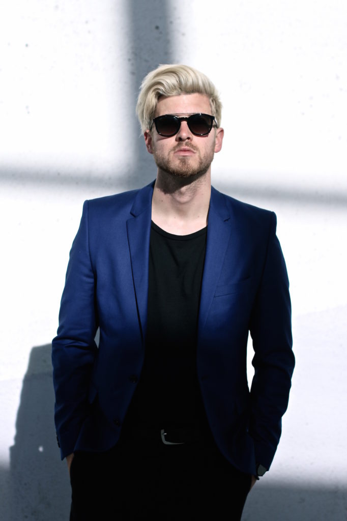 Meanwhile in Awesometown Austrian Mens Fashion and Lifestyle Blogger Deep Blue Selected Homme Blazer AllSaints Dyer Trousers Tods Shades Men with blonde hair_10