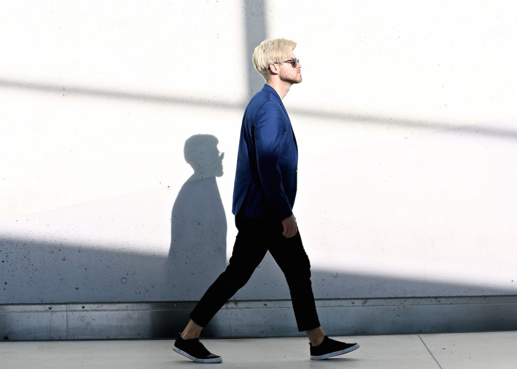 Meanwhile in Awesometown Austrian Mens Fashion and Lifestyle Blogger Deep Blue Selected Homme Blazer AllSaints Dyer Trousers Tods Shades Men with blonde hair_2