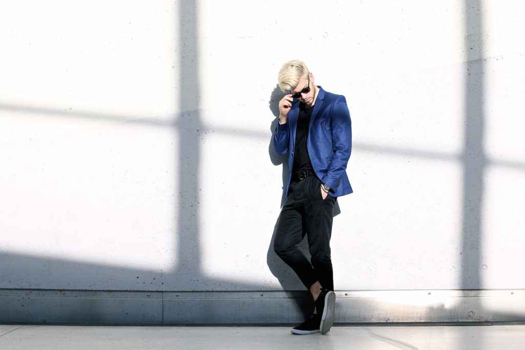 Meanwhile in Awesometown Austrian Mens Fashion and Lifestyle Blogger Deep Blue Selected Homme Blazer AllSaints Dyer Trousers Tods Shades Men with blonde hair_5