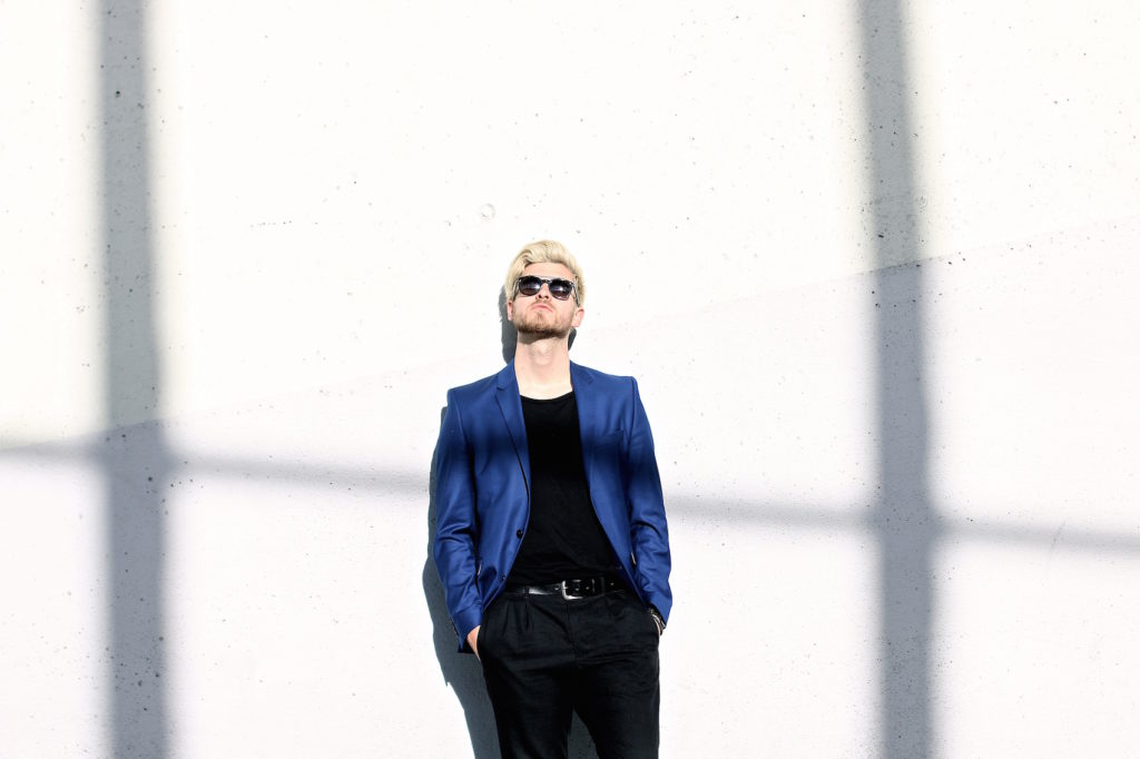 Meanwhile in Awesometown Austrian Mens Fashion and Lifestyle Blogger Deep Blue Selected Homme Blazer AllSaints Dyer Trousers Tods Shades Men with blonde hair_6