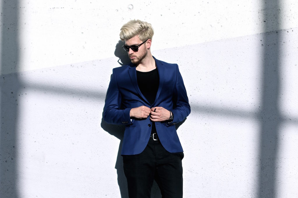 Meanwhile in Awesometown Austrian Mens Fashion and Lifestyle Blogger Deep Blue Selected Homme Blazer AllSaints Dyer Trousers Tods Shades Men with blonde hair_7