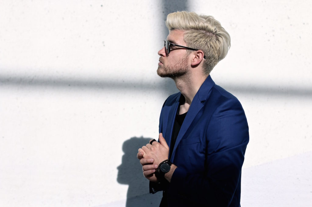 Meanwhile in Awesometown Austrian Mens Fashion and Lifestyle Blogger Deep Blue Selected Homme Blazer AllSaints Dyer Trousers Tods Shades Men with blonde hair_8