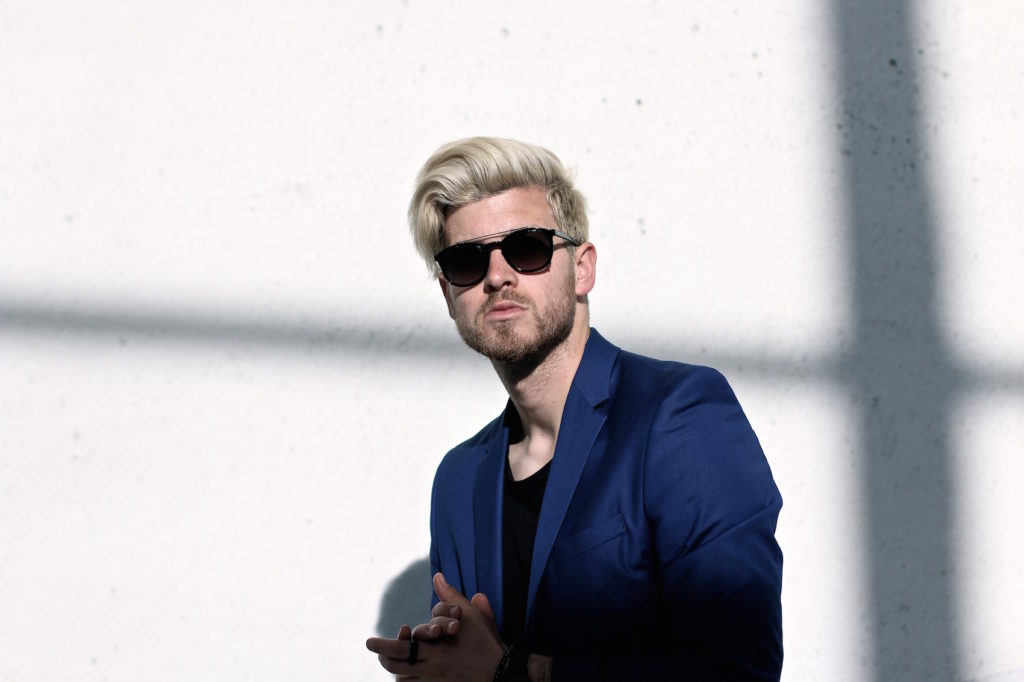 Meanwhile in Awesometown Austrian Mens Fashion and Lifestyle Blogger Deep Blue Selected Homme Blazer AllSaints Dyer Trousers Tods Shades Men with blonde hair_9