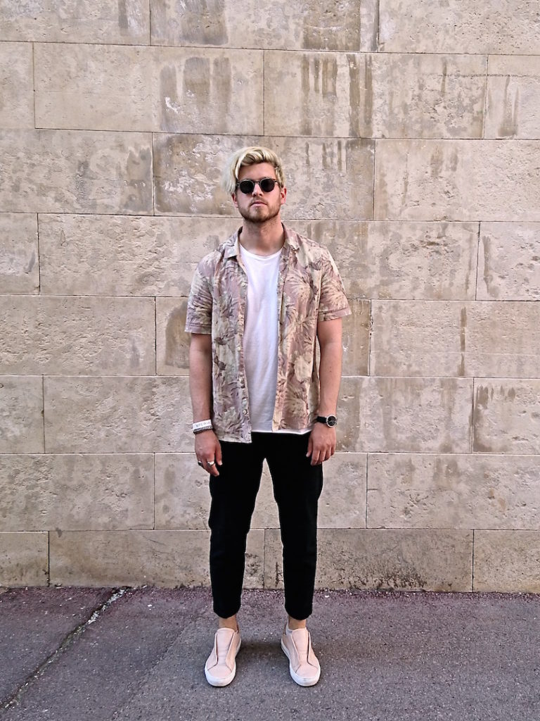 Meanwhile in Awesometown Mens Fashion and Lifestyle Blogger Sony Xperia X Skate Pop Up MQ Wien outfit allsaints floral print hawaiian shirt