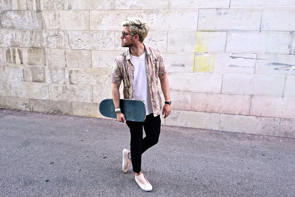 Meanwhile in Awesometown Mens Fashion and Lifestyle Blogger Sony Xperia X Skate Pop Up MQ Wien outfit allsaints floral print hawaiian shirt_12