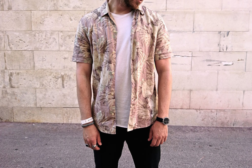Meanwhile in Awesometown Mens Fashion and Lifestyle Blogger Sony Xperia X Skate Pop Up MQ Wien outfit allsaints floral print hawaiian shirt_5