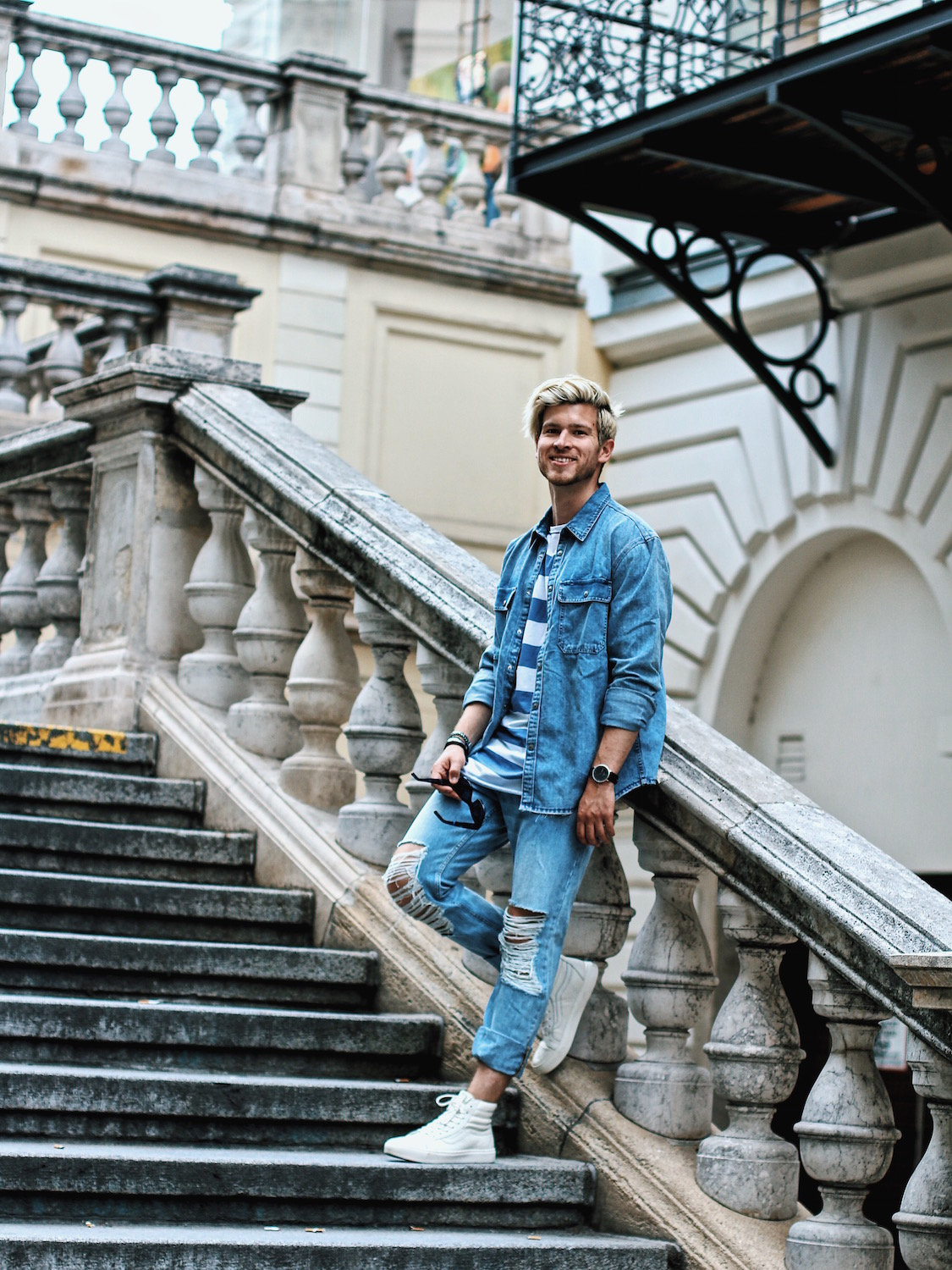 Outfit H&M Denim on Denim Look Ripped Jeans Denim Shirt Striped Tee by Meanwhile in Awesometown Austrian Mensfashion and Lifestyleblogger