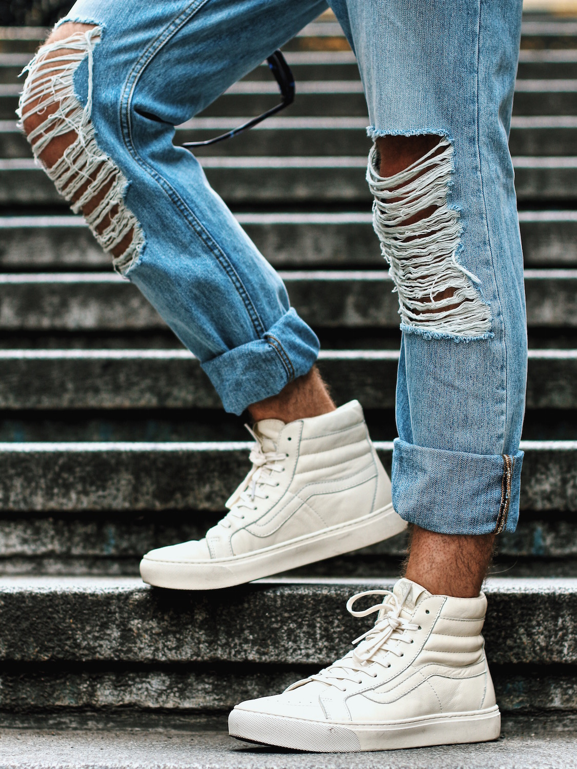 Outfit H&M Denim on Denim Look Ripped Jeans Denim Shirt Striped Tee by Meanwhile in Awesometown Austrian Mensfashion and Lifestyleblogger 1