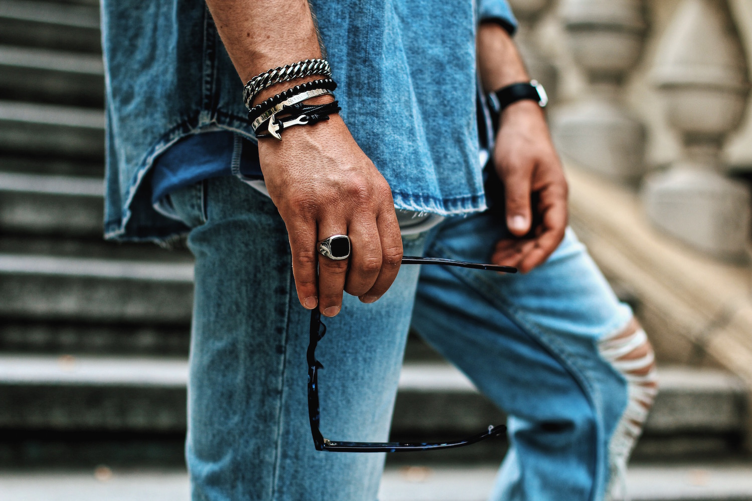 Outfit H&M Denim on Denim Look Ripped Jeans Denim Shirt Striped Tee by Meanwhile in Awesometown Austrian Mensfashion and Lifestyleblogger 2