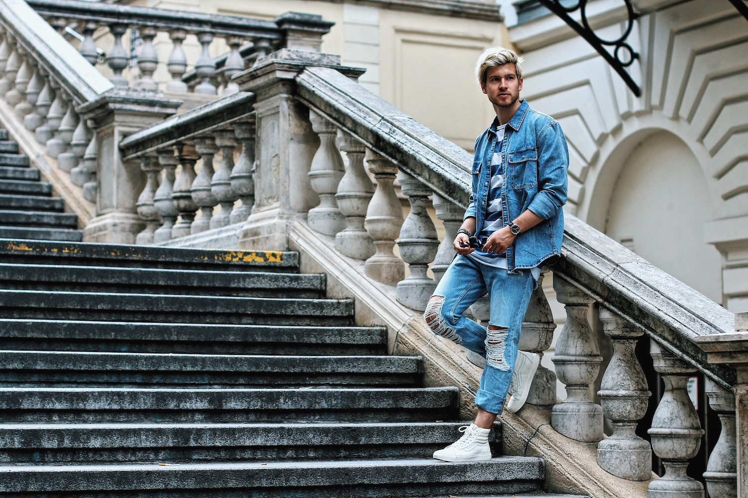 Outfit H&M Denim on Denim Look Ripped Jeans Denim Shirt Striped Tee by Meanwhile in Awesometown Austrian Mensfashion and Lifestyleblogger 3