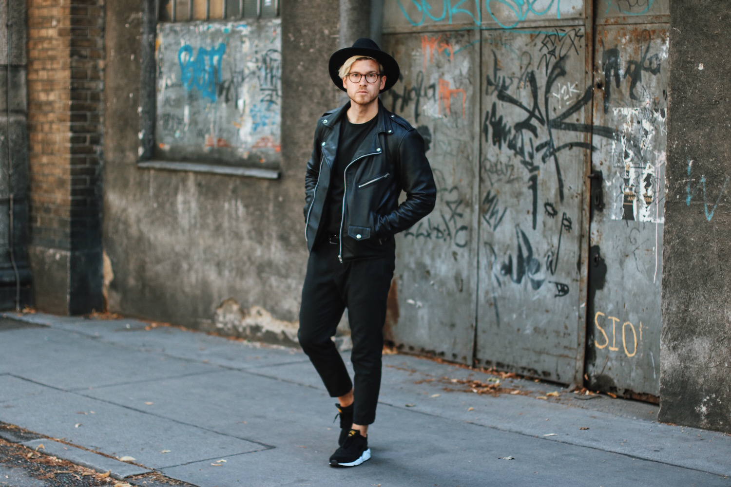 Outfit: All Black Viennese Hipster Look
