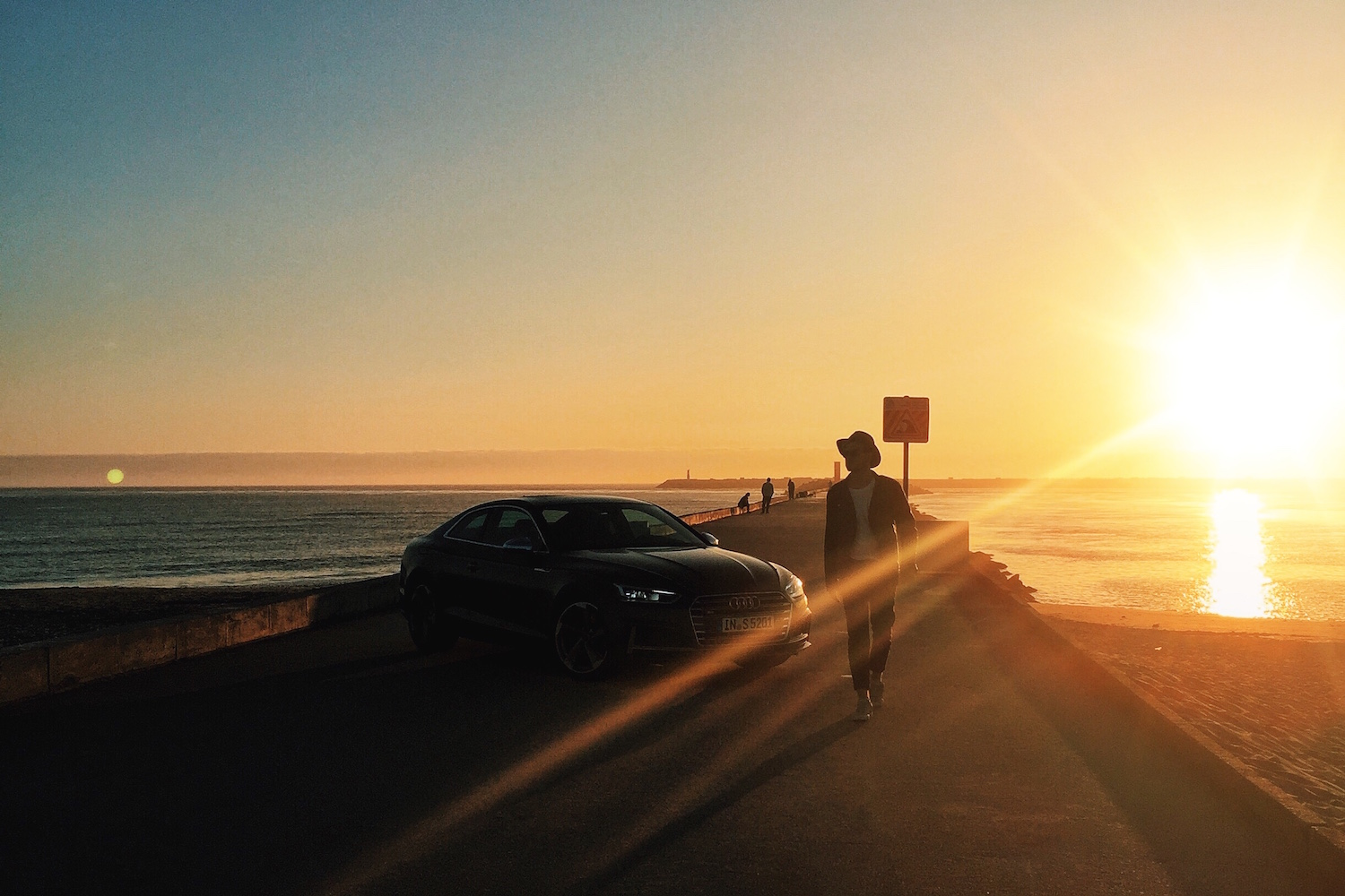 Travel Diary_A Long Weekend In Porto_by Meanwhile in Awesometown_Mens Fashion and Lifestyle Blog from Austria_Audi A5 in the sunset at a Pier in Aveiro