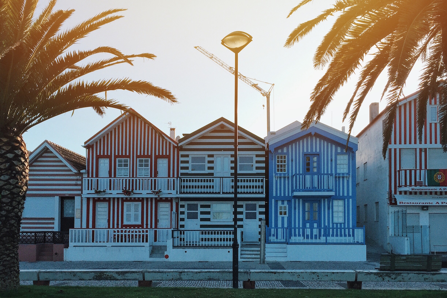 Travel Diary_A Long Weekend In Porto_by Meanwhile in Awesometown_Mens Fashion and Lifestyle Blog from Austria_Colorful Houses_Costa Nova do Prado Aveiro