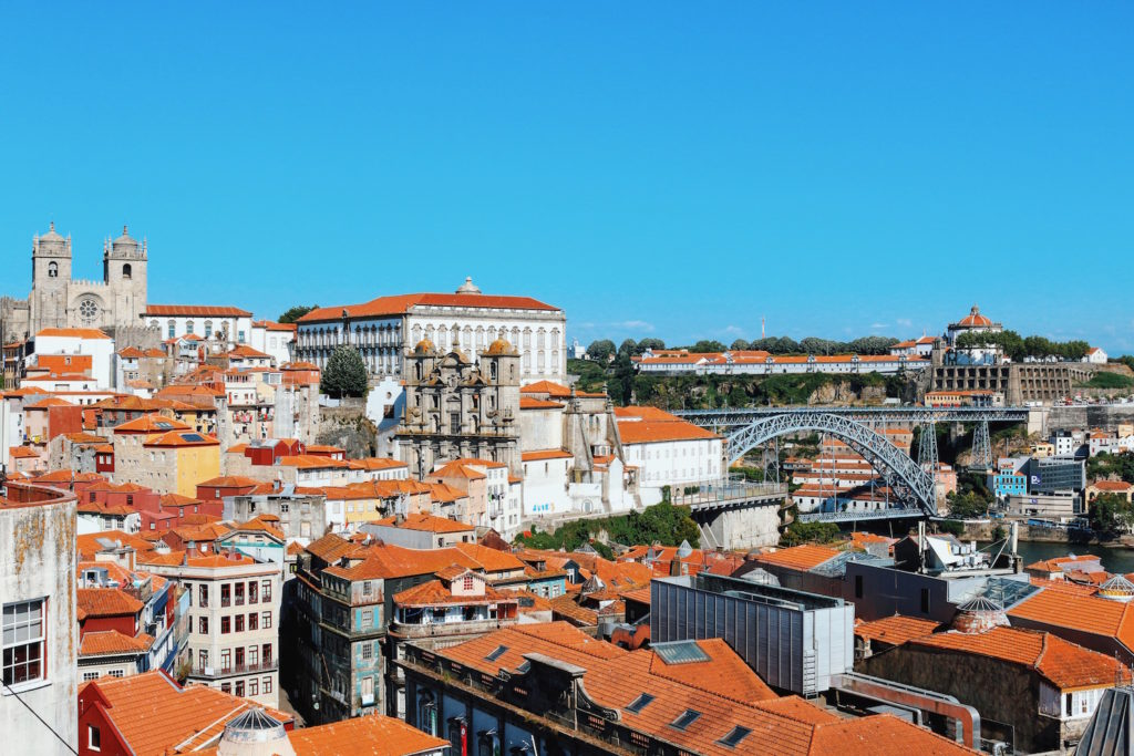 Travel-Diary_A-Long-Weekend-In-Porto_by-Meanwhile-in-Awesometown_Mens-Fashion-and-Lifestyle-Blog-from-Austria_Over-the-Roofs-of-Porto