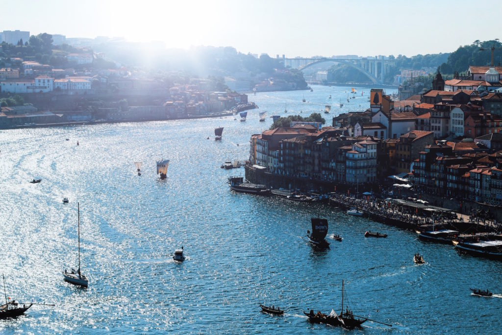 Travel-Diary_A-Long-Weekend-In-Porto_by-Meanwhile-in-Awesometown_Mens-Fashion-and-Lifestyle-Blog-from-Austria_Ships-on-River-Douro_Ribeira-Porto