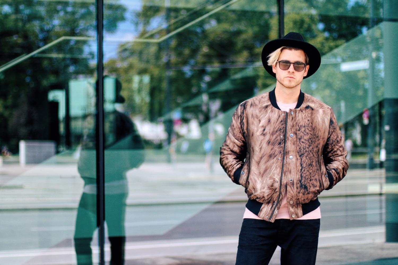 http://tigerofsweden.com/at/de/jeans/evolve-jeans-W48397018Z.html?cgid=1ab47008558e1e8aba007162662e1f36a1e94993&dwvar_W48397018Z_color=050