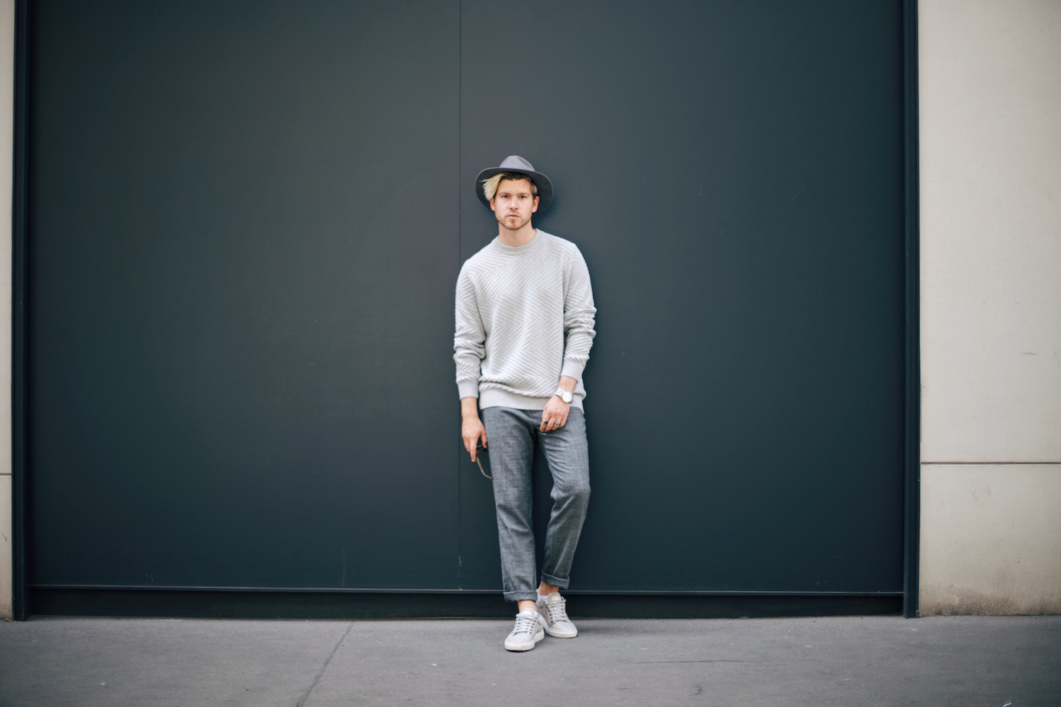 Samsoe & Samsoe All Grey Outfit Cropped Chinos and Hat Meanwhile in Awesometown Austrian Mens Fashion and Lifestyle Blogger
