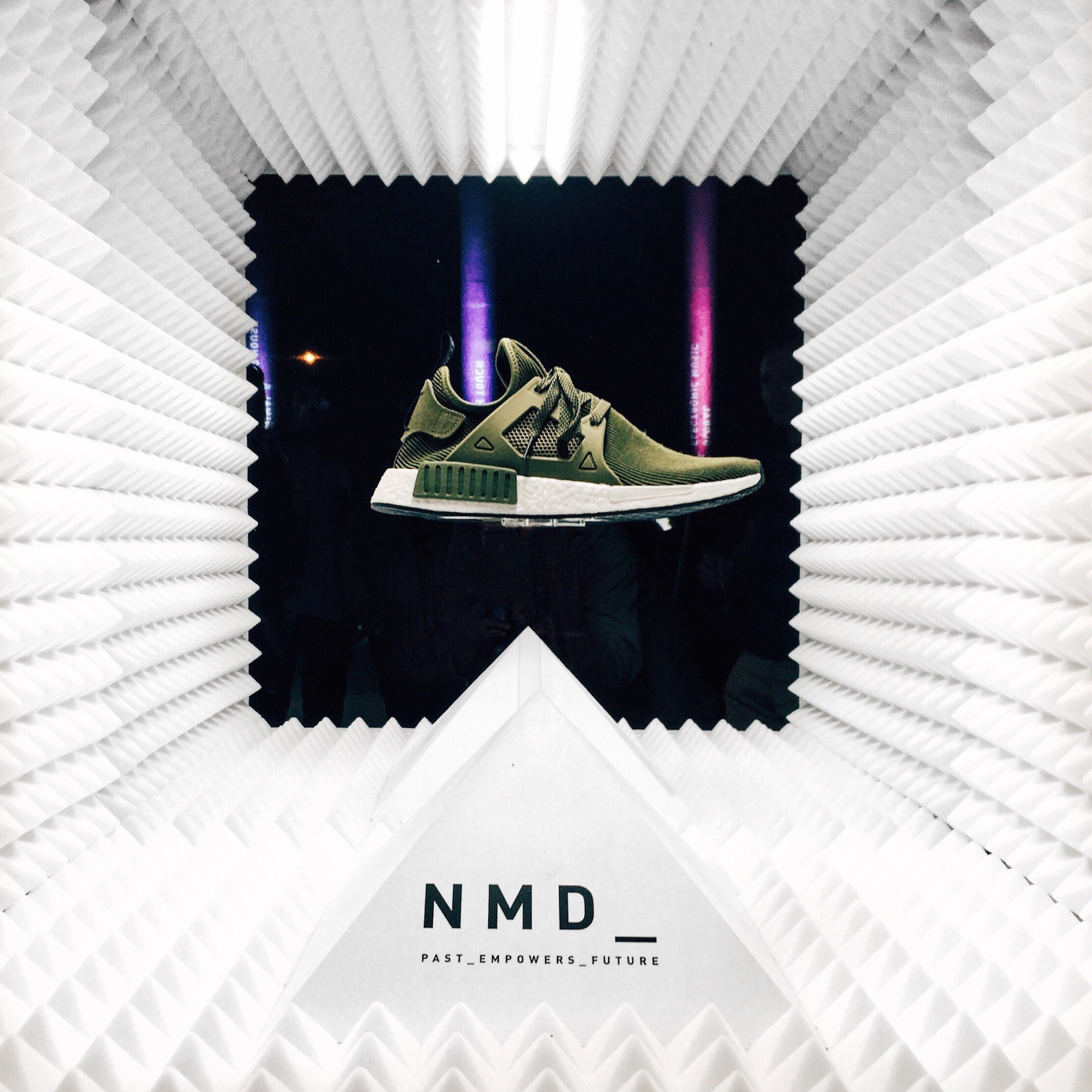 One Night in Paris_Adidas Originals NMD Party Paris_Past Empowers Future_Meanwhile in Awesometown_Austrian Mens Fashion And Style Blog 10