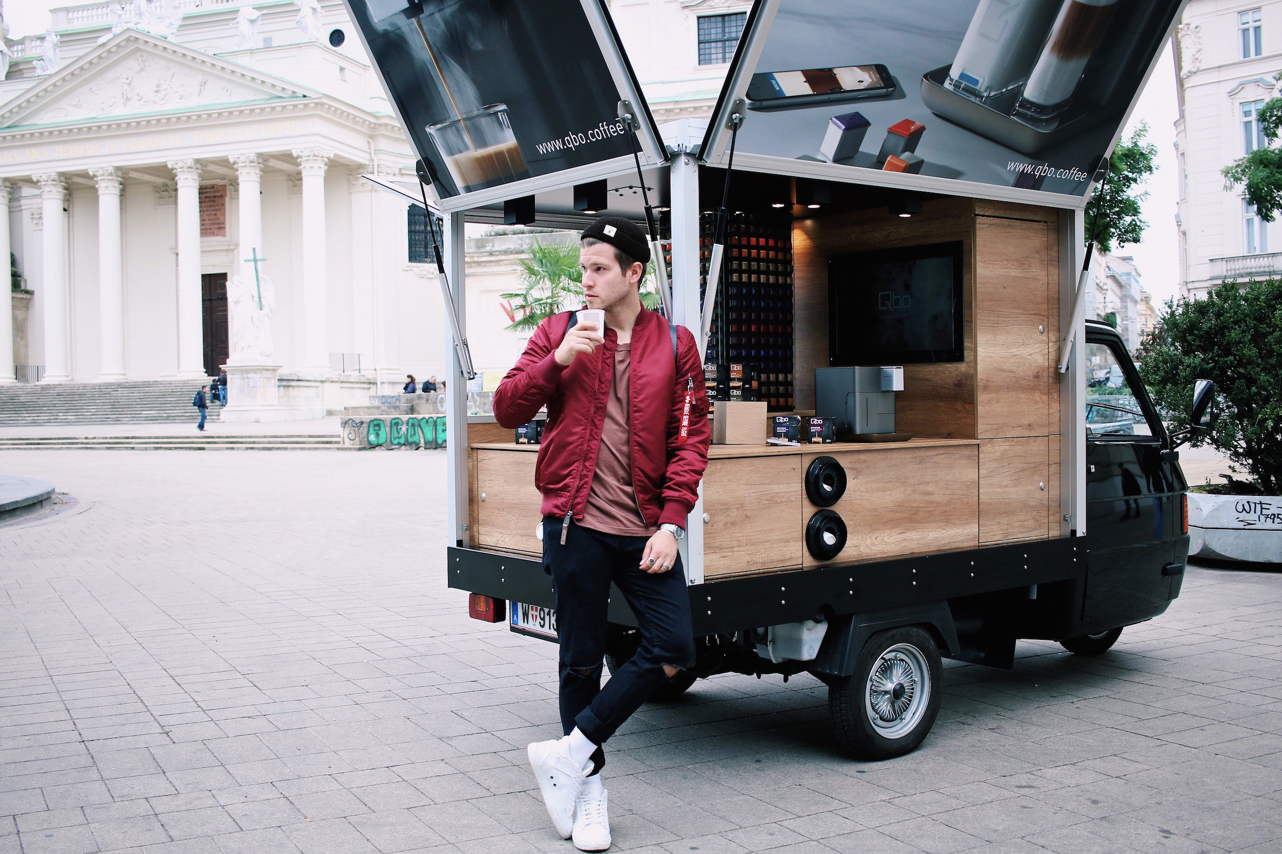qbo coffee kaffeemobil coffee to go Meanwhile in Awesometown Outfit Red Alpha Industries Bomber Jacket Austrian Mens Fashion and Lifestyle Blogger Male Blogger.jpg
