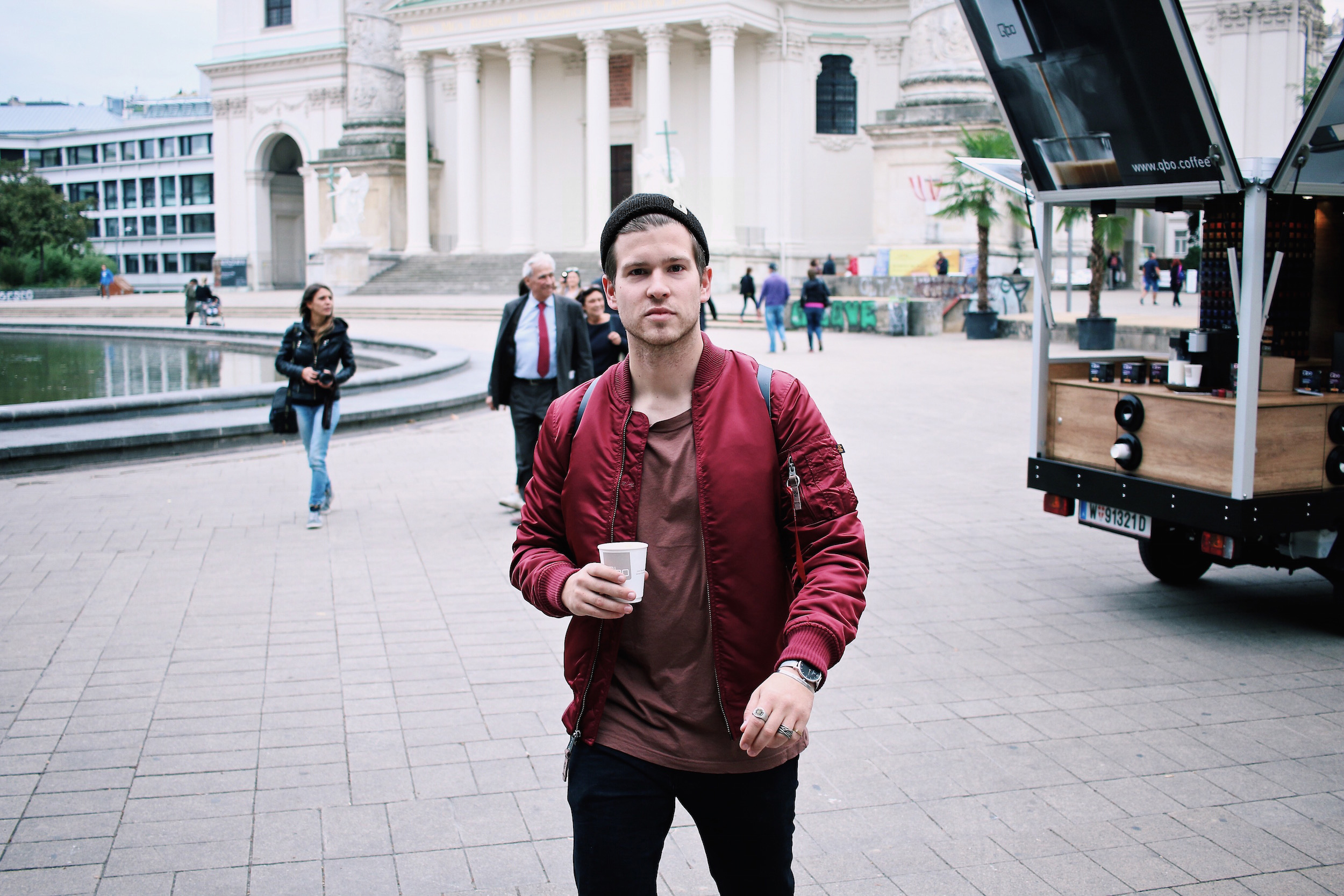 qbo kaffeemobil coffee to go Meanwhile in Awesometown Outfit Red Alpha Industries Bomber Jacket Austrian Mens Fashion and Lifestyle Blogger Male Blogger10