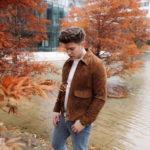 weekday Herbstoutfit Wildlederjacke 90er Jahre Jeans und Stickpulli Outfitpost von Meanwhile in Awesometown - Wiener Männermode und Lifestyle Blogger3