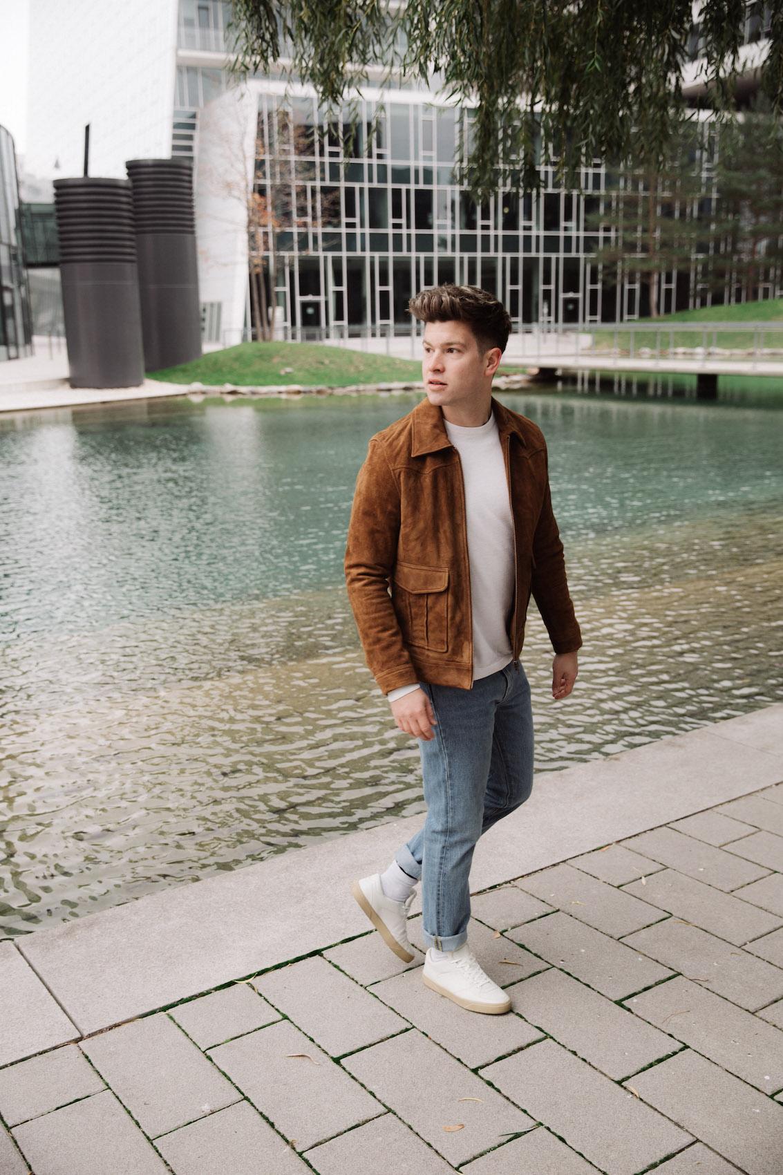 weekday Herbstoutfit Wildlederjacke 90er Jahre Jeans und Stickpulli Outfitpost von Meanwhile in Awesometown - Wiener Männermode und Lifestyle Blogger5
