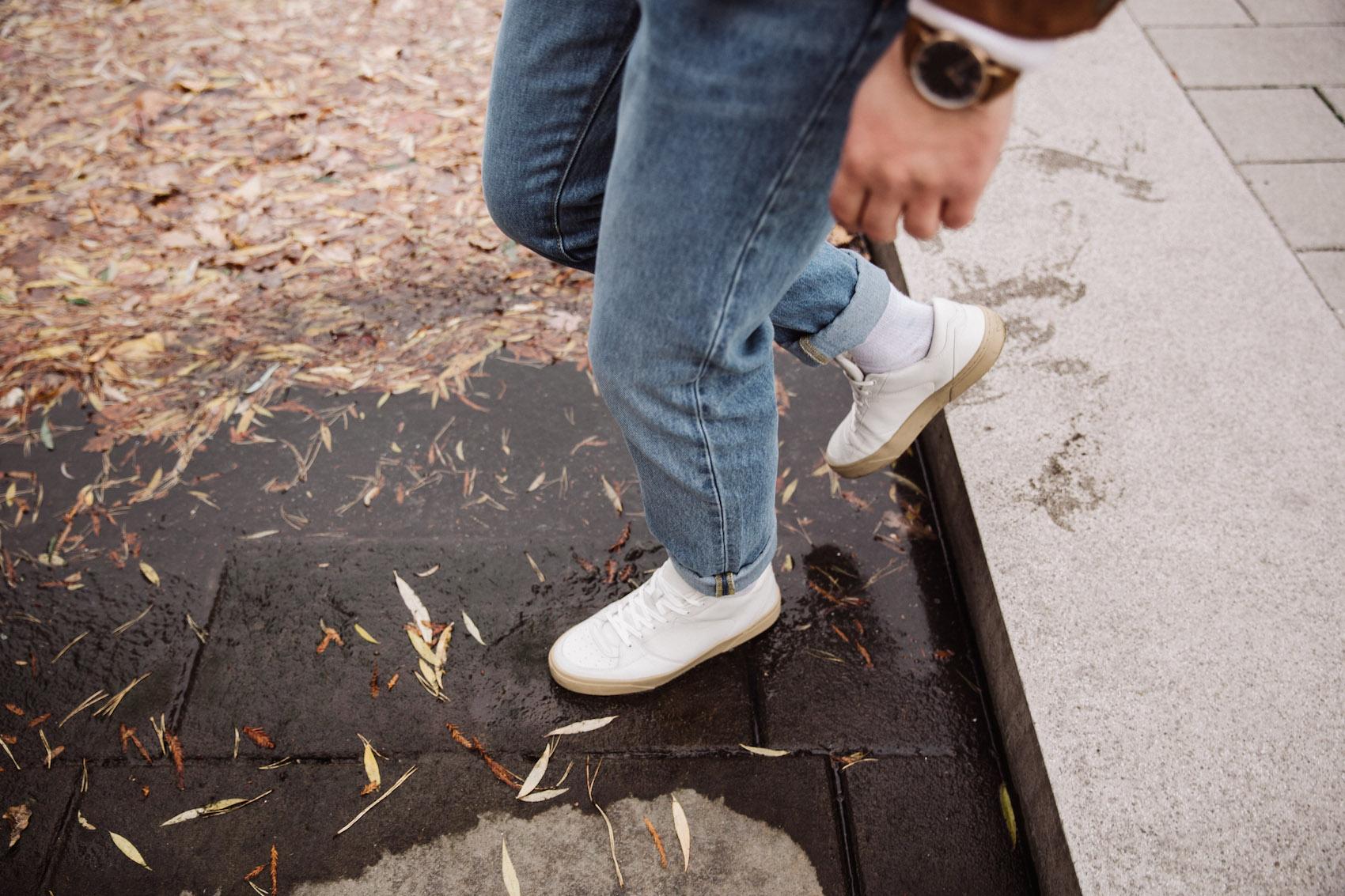 weekday Herbstoutfit Wildlederjacke 90er Jahre Jeans und Stickpulli Outfitpost von Meanwhile in Awesometown - Wiener Männermode und Lifestyle Blogger13
