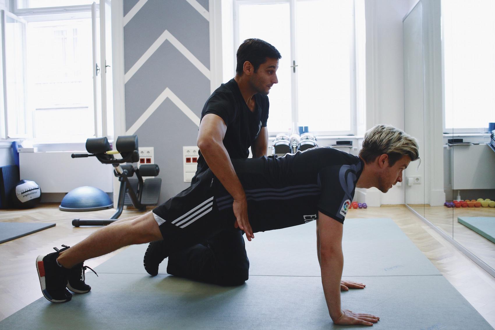 Brusttraining mit eigenem Körpergewicht_Liegestützen und Dips richtig machen_Meanwhile in Awesometown_Wiener Männermode und Lifestyle Blogger