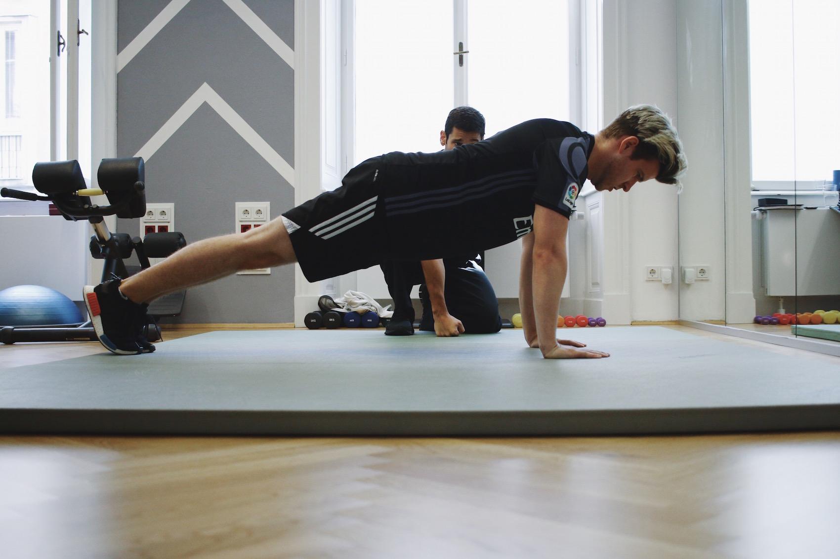 Brusttraining mit eigenem Körpergewicht_Liegestützen und Dips richtig machen_Meanwhile in Awesometown_Wiener Männermode und Lifestyle Blogger2