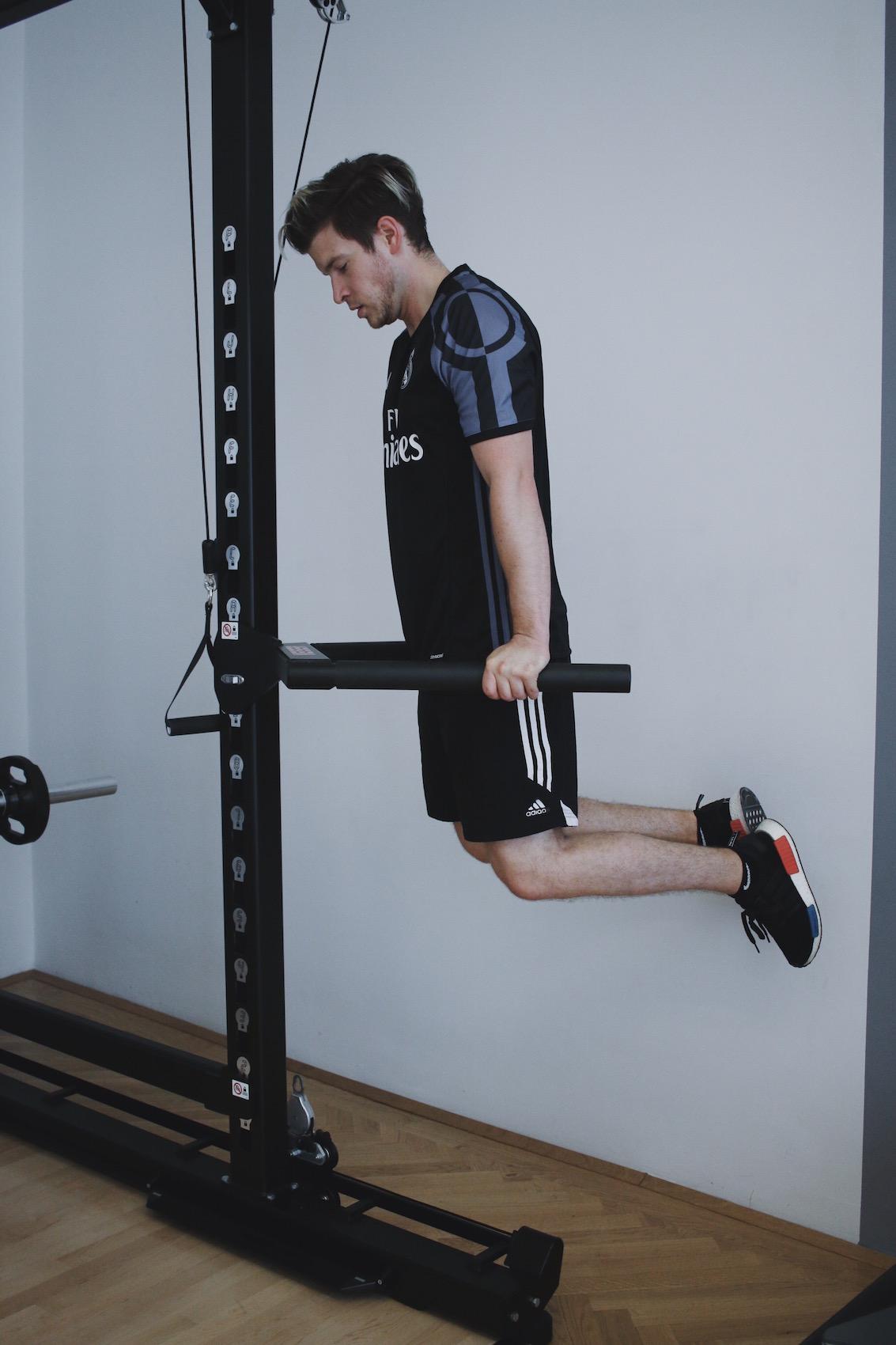 Brusttraining mit eigenem Körpergewicht_Liegestützen und Dips richtig machen_Meanwhile in Awesometown_Wiener Männermode und Lifestyle Blogger3