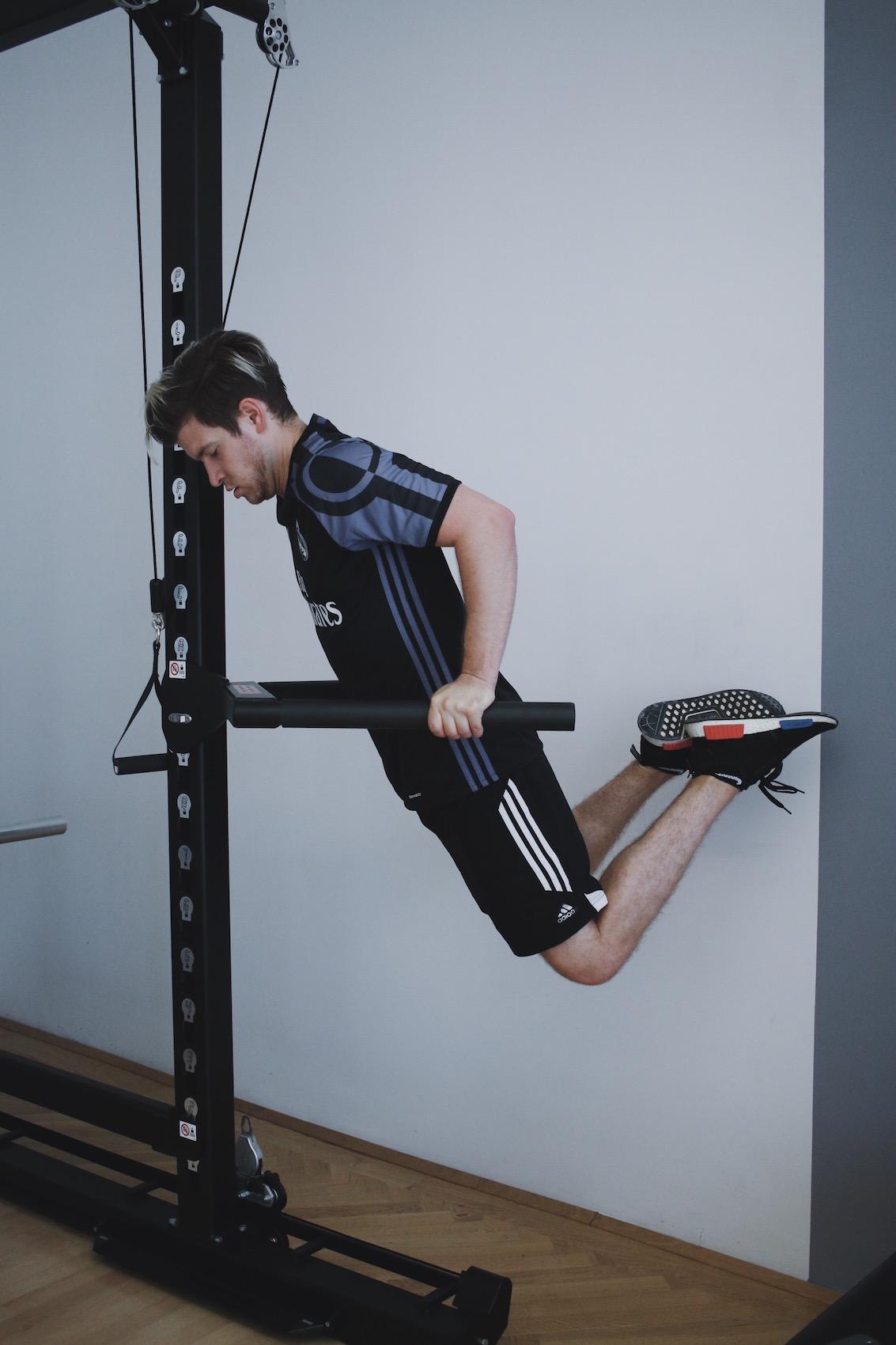 Brusttraining mit eigenem Körpergewicht_Liegestützen und Dips richtig machen_Meanwhile in Awesometown_Wiener Männermode und Lifestyle Blogger4