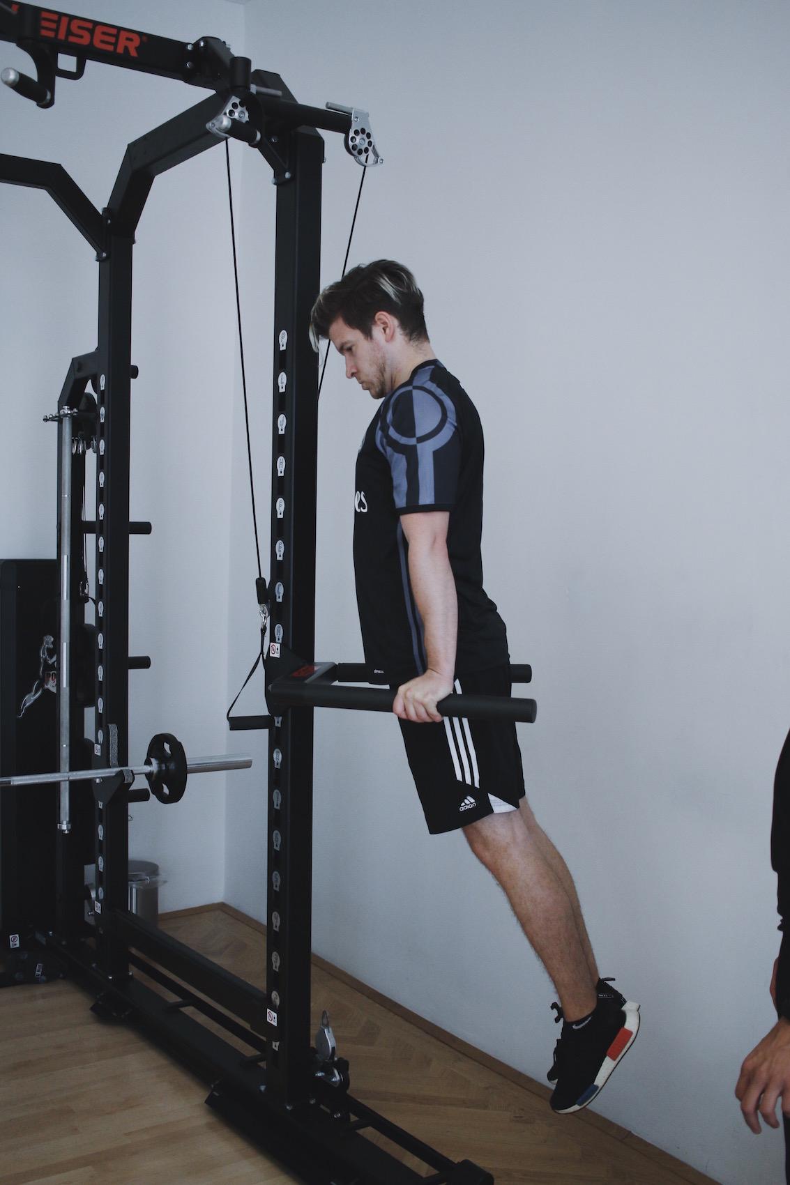 Brusttraining mit eigenem Körpergewicht_Liegestützen und Dips richtig machen_Meanwhile in Awesometown_Wiener Männermode und Lifestyle Blogger5