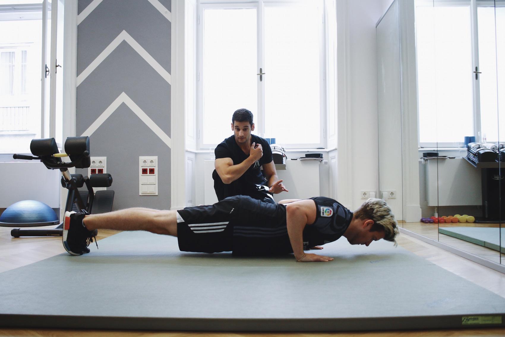 Brusttraining mit eigenem Körpergewicht_Liegestützen und Dips richtig machen_Meanwhile in Awesometown_Wiener Männermode und Lifestyle Blogger6