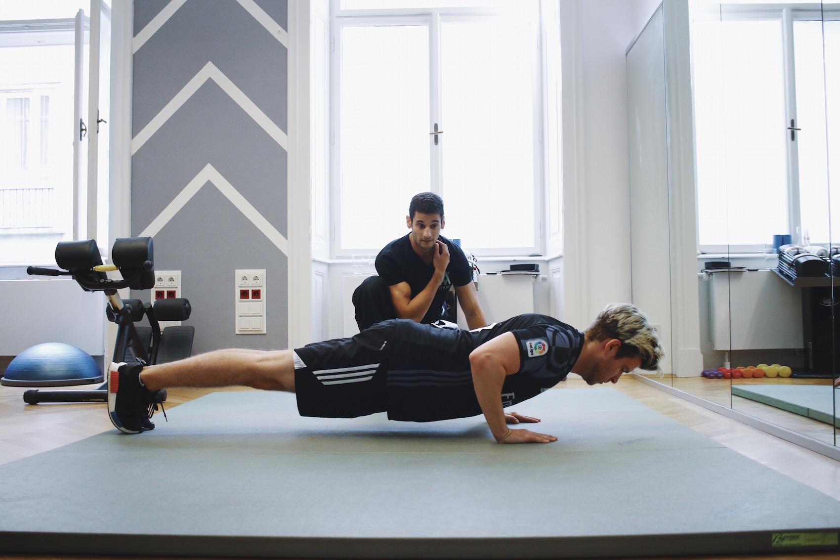 Brusttraining mit eigenem Körpergewicht_Liegestützen und Dips richtig machen_Meanwhile in Awesometown_Wiener Männermode und Lifestyle Blogger7