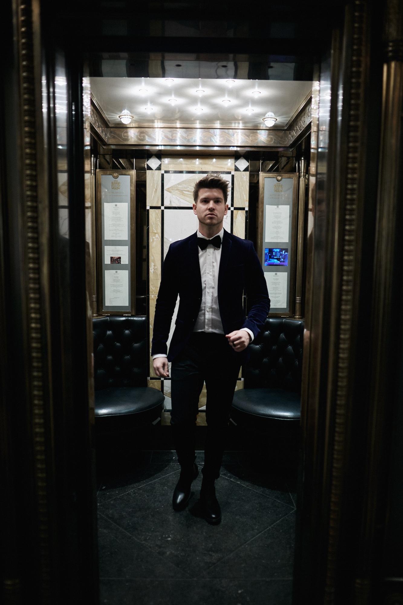Elegantes Silvesteroutfit für Männer_Tiger of Sweden Samt Blazer_Meanwhile in Awesometown_Modeblogger_Mens Fashion und Lifestyleblogger_Wiener Blogger_Maleblogger20