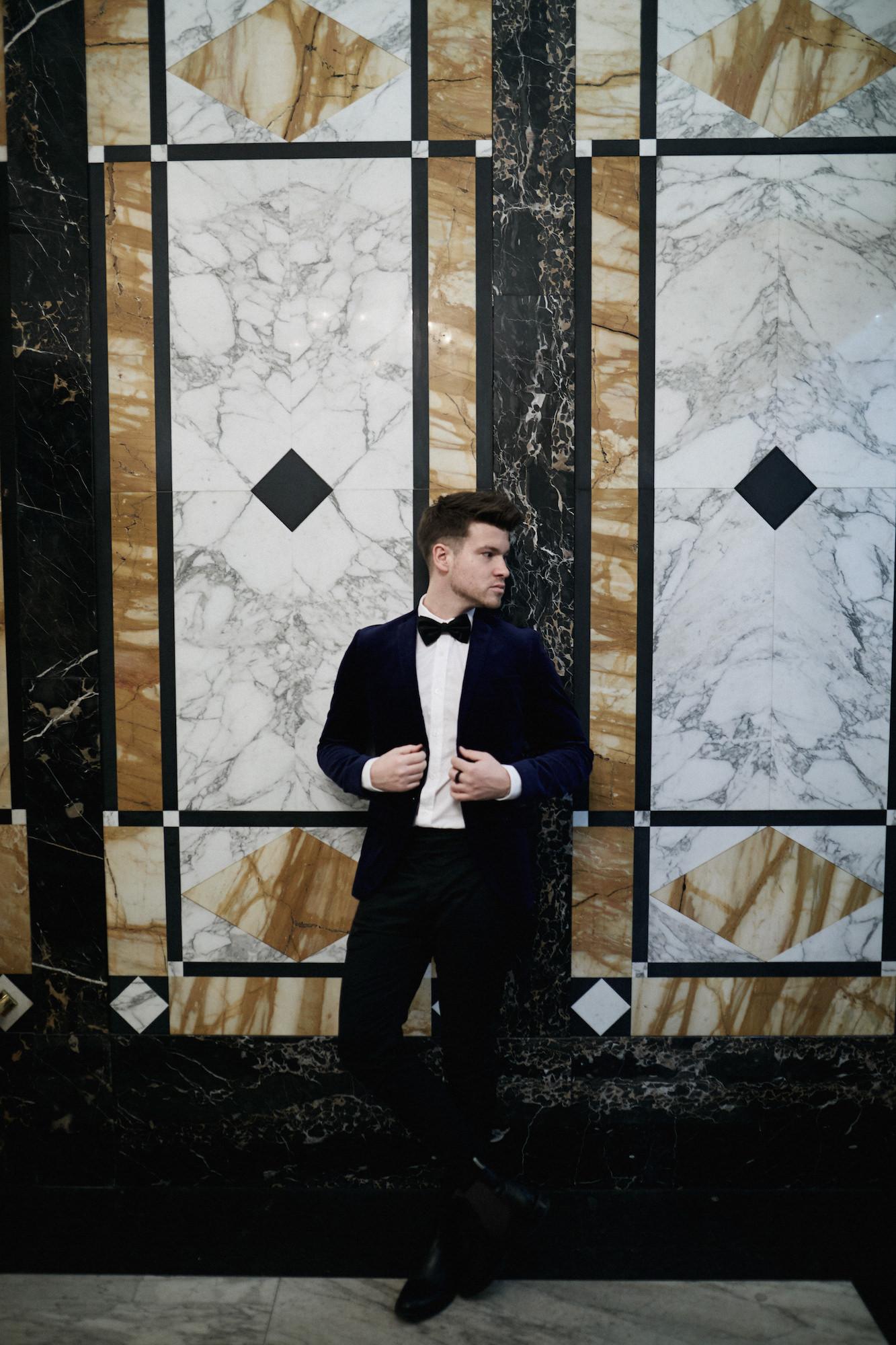 Elegantes Silvesteroutfit für Männer_Tiger of Sweden Samt Blazer_Meanwhile in Awesometown_Modeblogger_Mens Fashion und Lifestyleblogger_Wiener Blogger_Maleblogger21