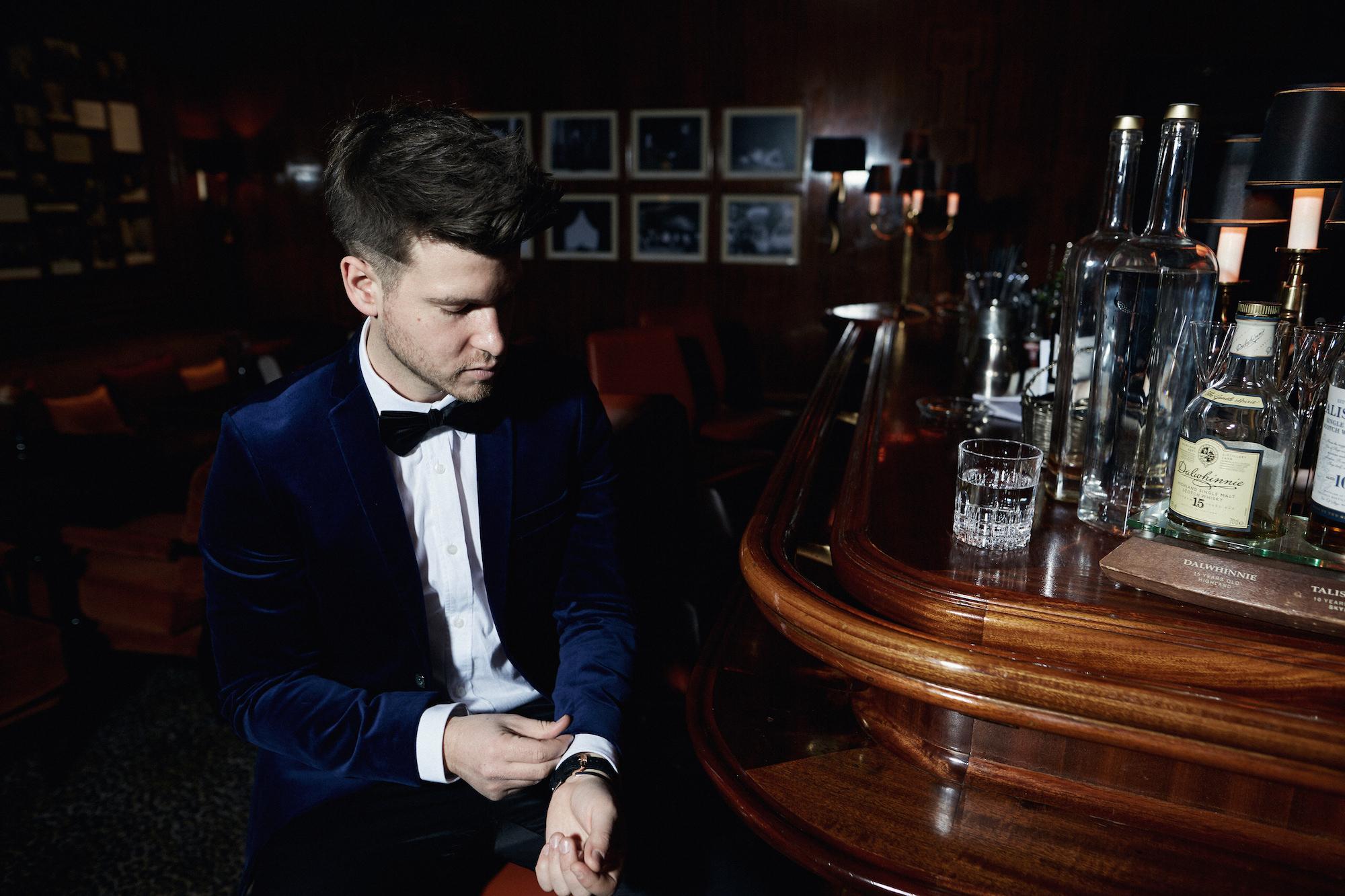 Elegantes Silvesteroutfit für Männer_Tiger of Sweden Samt Blazer_Meanwhile in Awesometown_Modeblogger_Mens Fashion und Lifestyleblogger_Wiener Blogger_Maleblogger3