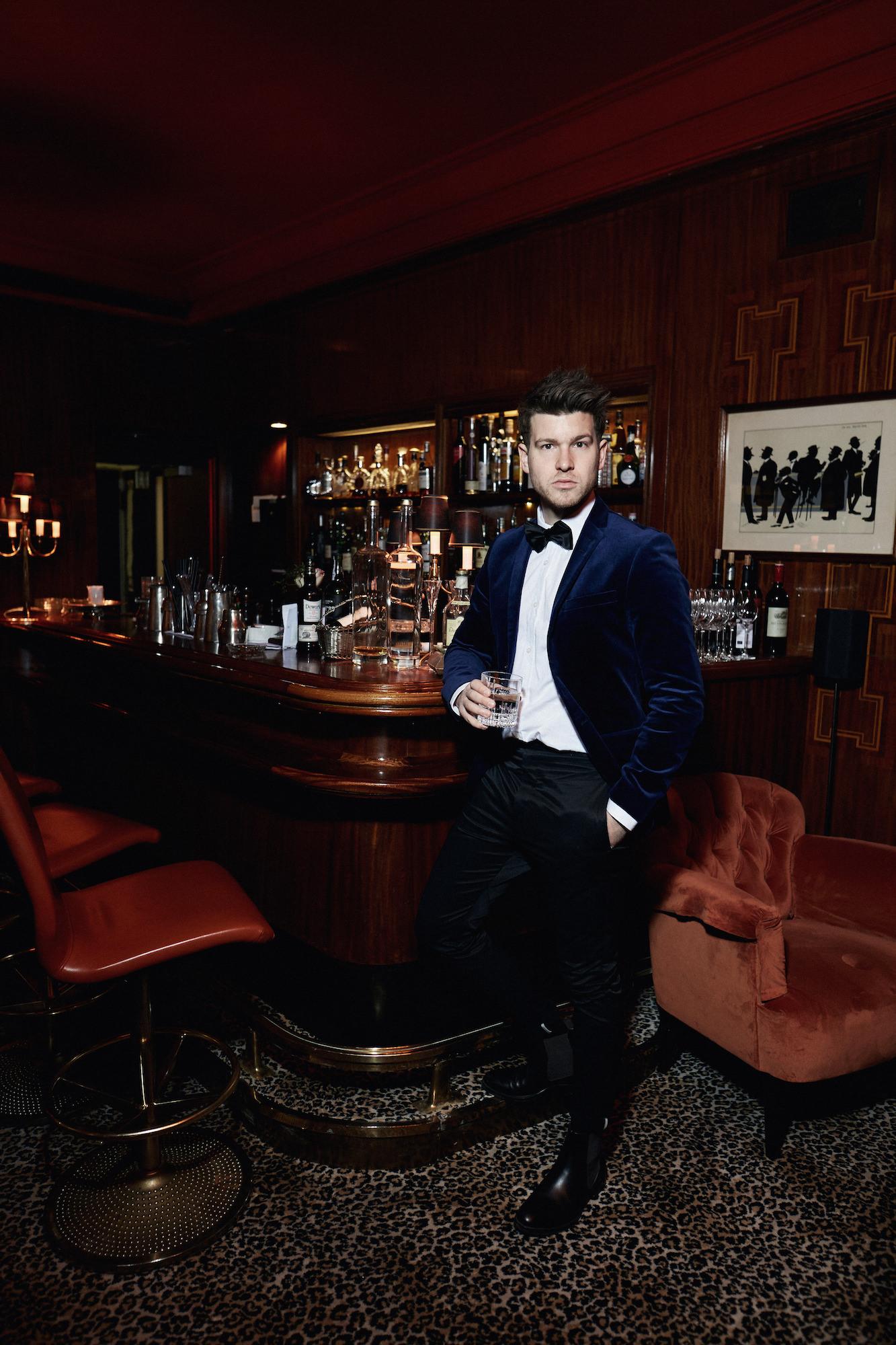 Elegantes Silvesteroutfit für Männer_Tiger of Sweden Samt Blazer_Meanwhile in Awesometown_Modeblogger_Mens Fashion und Lifestyleblogger_Wiener Blogger_Maleblogger5