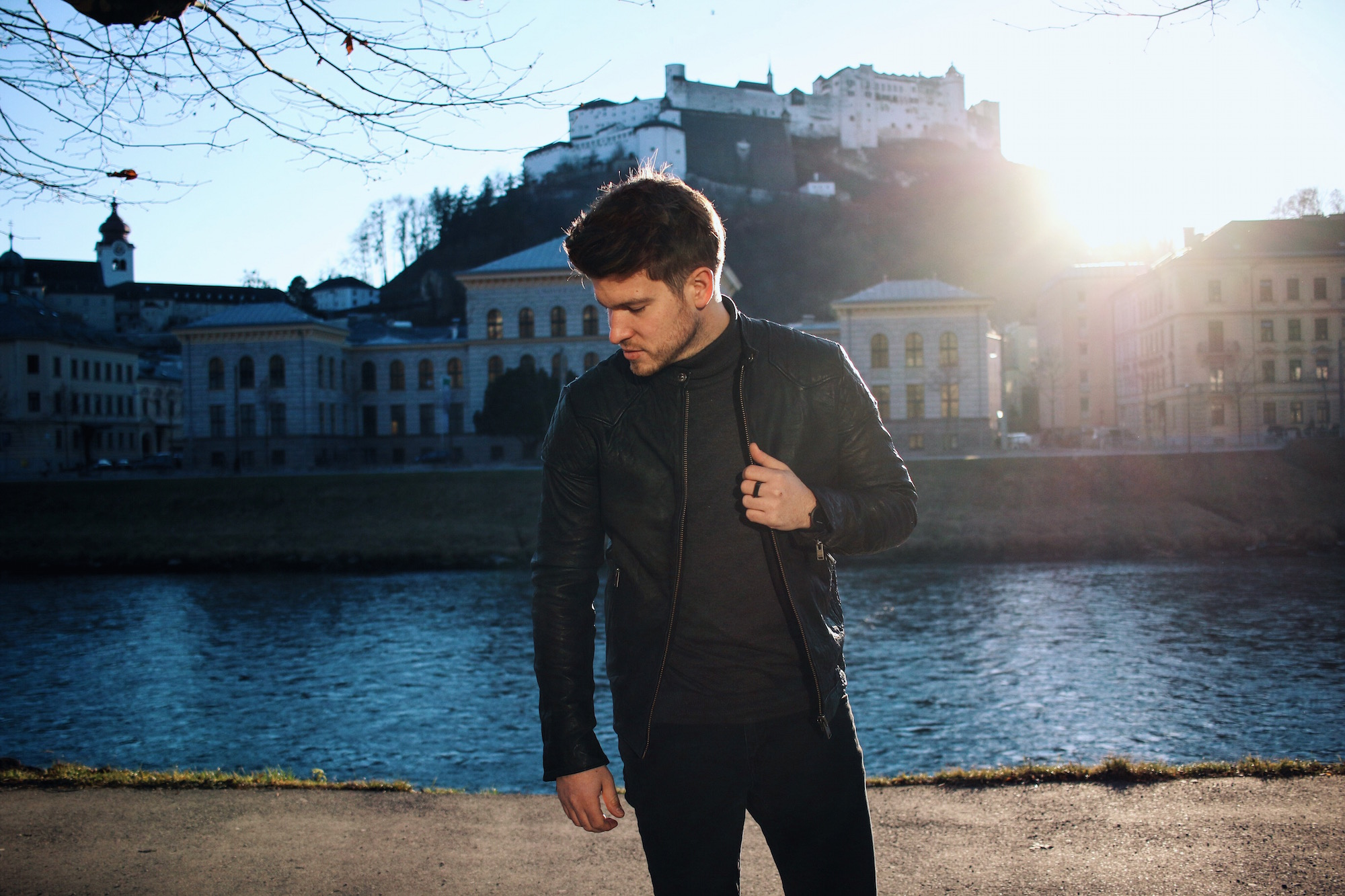 All Black Look by Selected Homme Lederjacke Rollkragenpullover und Chelsea Boots _ Meanwhile in Awesometown _ Wiener Blogger _ Maleblogger _ Mens Fashion Blogger1