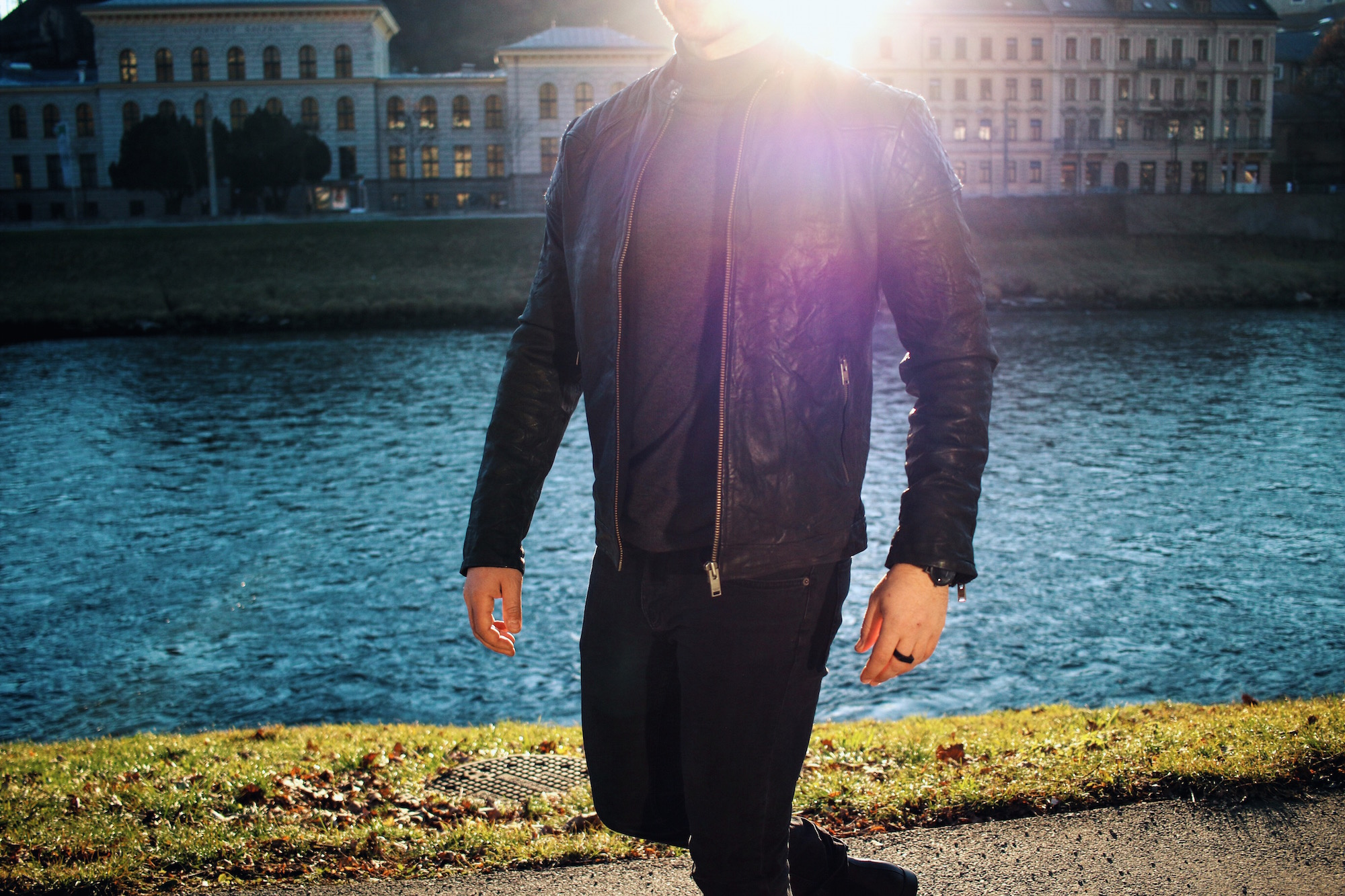 All Black Look by Selected Homme Lederjacke Rollkragenpullover und Chelsea Boots _ Meanwhile in Awesometown _ Wiener Blogger _ Maleblogger _ Mens Fashion Blogger3