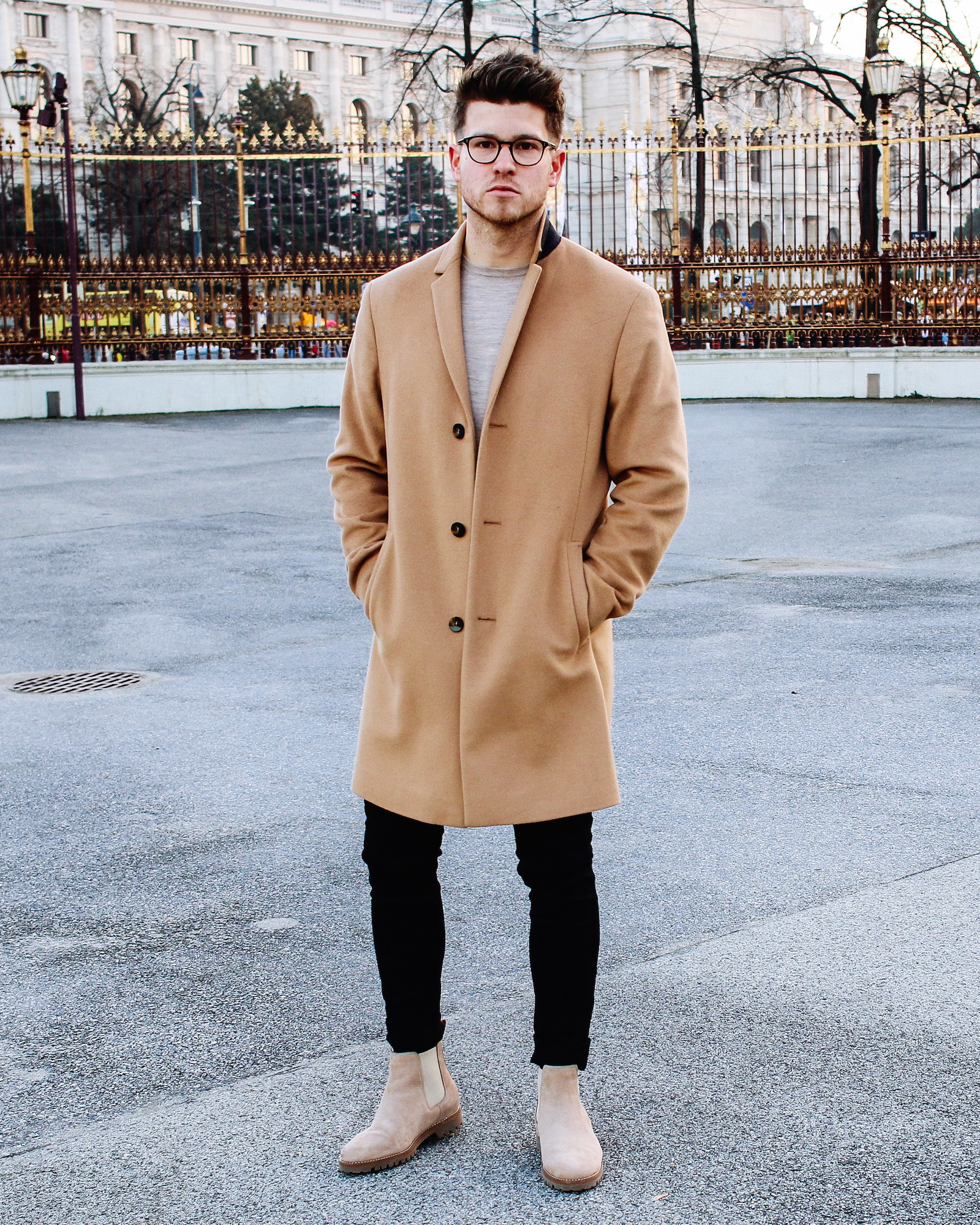 5bf3848767 Classy Casual Look Camel Coat Mit Chelsea Boots